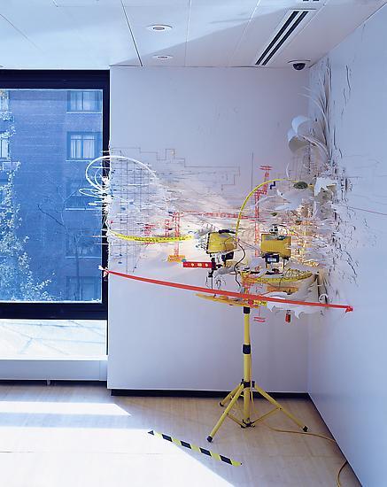 El arte-meccano de SARAH SZE: paisajes enciclopédicos y constelaciones de objetos con fuerte marca arquitectónica | tanyabonakdargallery.com/artists/sarah-…