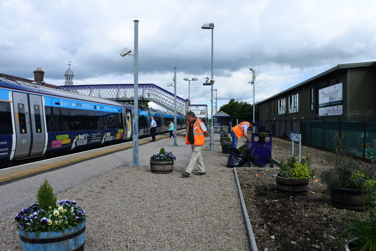 Loved meeting the #StationAdopters at #Inverurie today and seeing a little #bee enjoying the fruits of their labour! @KSBScotland @scotrail<br>http://pic.twitter.com/gC0UOY6kx3
