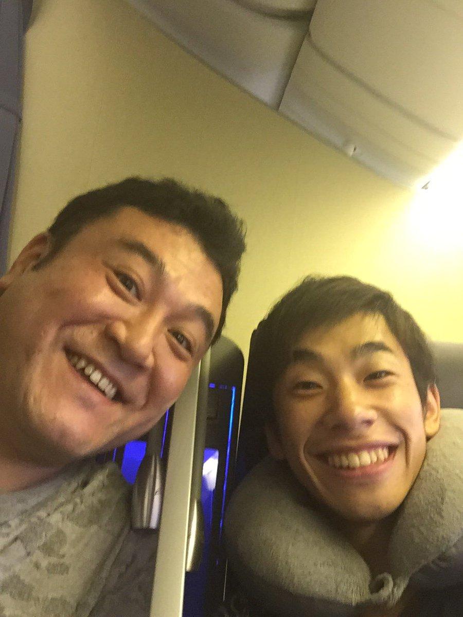 同じお仕事とかではなくて、本当に偶然ザキヤマさんと飛行機隣の席やった〜!イェーイ♫