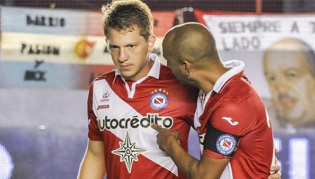 """""""A Rolón le interesa la posibilidad de Independiente"""""""