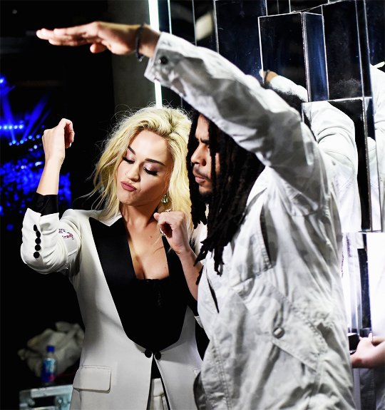 #TBT to the Grammy's with my sistah @KatyPerry