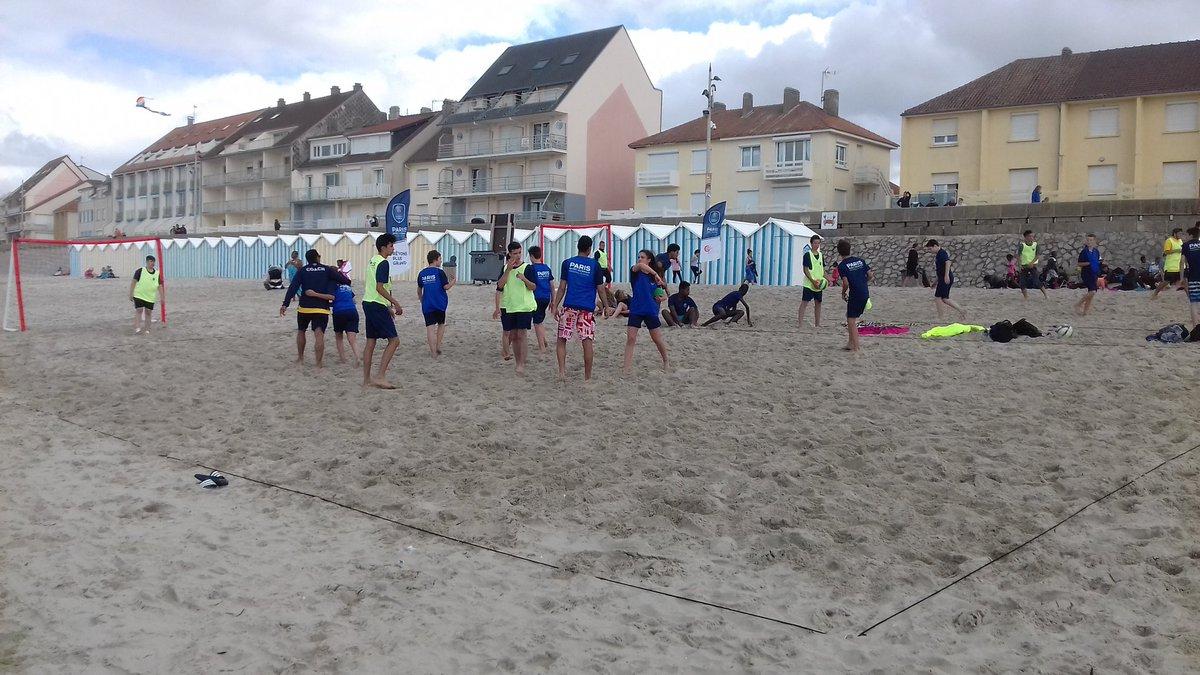 Après-midi beach handball pour nos jeunes stagiaires de l'académie sur la plage de Fort Mahon ! https://t.co/3nhCrQotiT