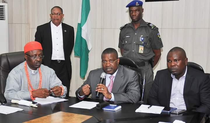 NDDC MD Nsima Ekere has called on public officers to play less politics and focus on development initiatives that will improve the lives of citizens.