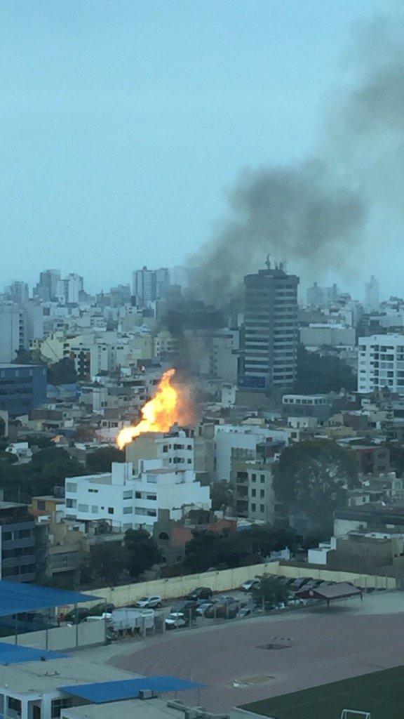 Incendio y explosiones en San Isidro https://t.co/V4k7m8cjPt