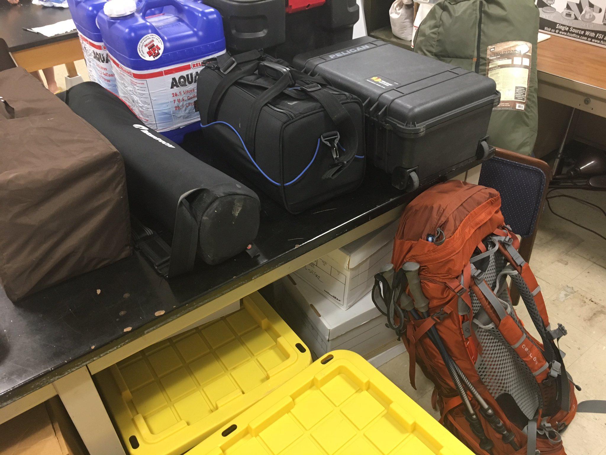 #packing #VTTriassicFieldwork #wewillmakeitfit #theresstillsomuchmore #2daystilfieldwork https://t.co/Jlvlb8PSDr