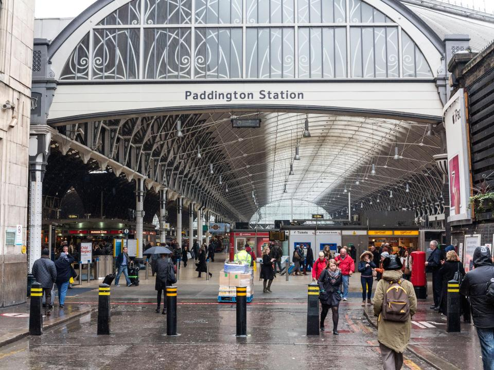 A burning smell sparks a mass evacuation of Paddington Station and sees rail services cancelled https://t.co/oQyFKdmY4p