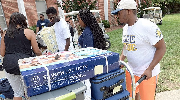 #Dorm Checklist: What to Bring to #College Your First Year   http:// bit.ly/2sRv7Rt  &nbsp;   #DormLife #HBCU21 #CollegeBound<br>http://pic.twitter.com/Kw9YJfr3Jf