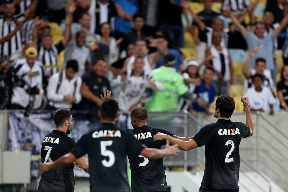 ACABOU!!!  Com gol de Roger, Fogão vence o Fluminense por 1 a 0 no Maracanã! #AquiÉFOGO