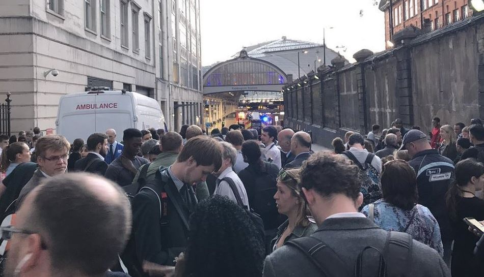 Electrical fire closes London Paddington station https://t.co/WWDUg5tmY3