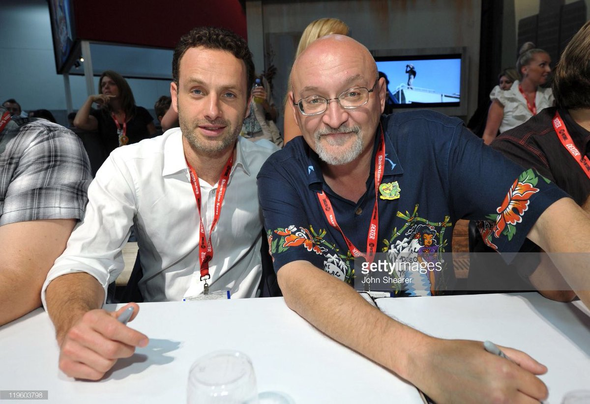Welcome package in hand!  Countdown time!  7 days to #SDCC 2017! ~ Look-back @ #TheWalkingDead 2011 ~ #AndrewLincoln #FrankDarabont pic.twitter.com/kmRusZK9N5