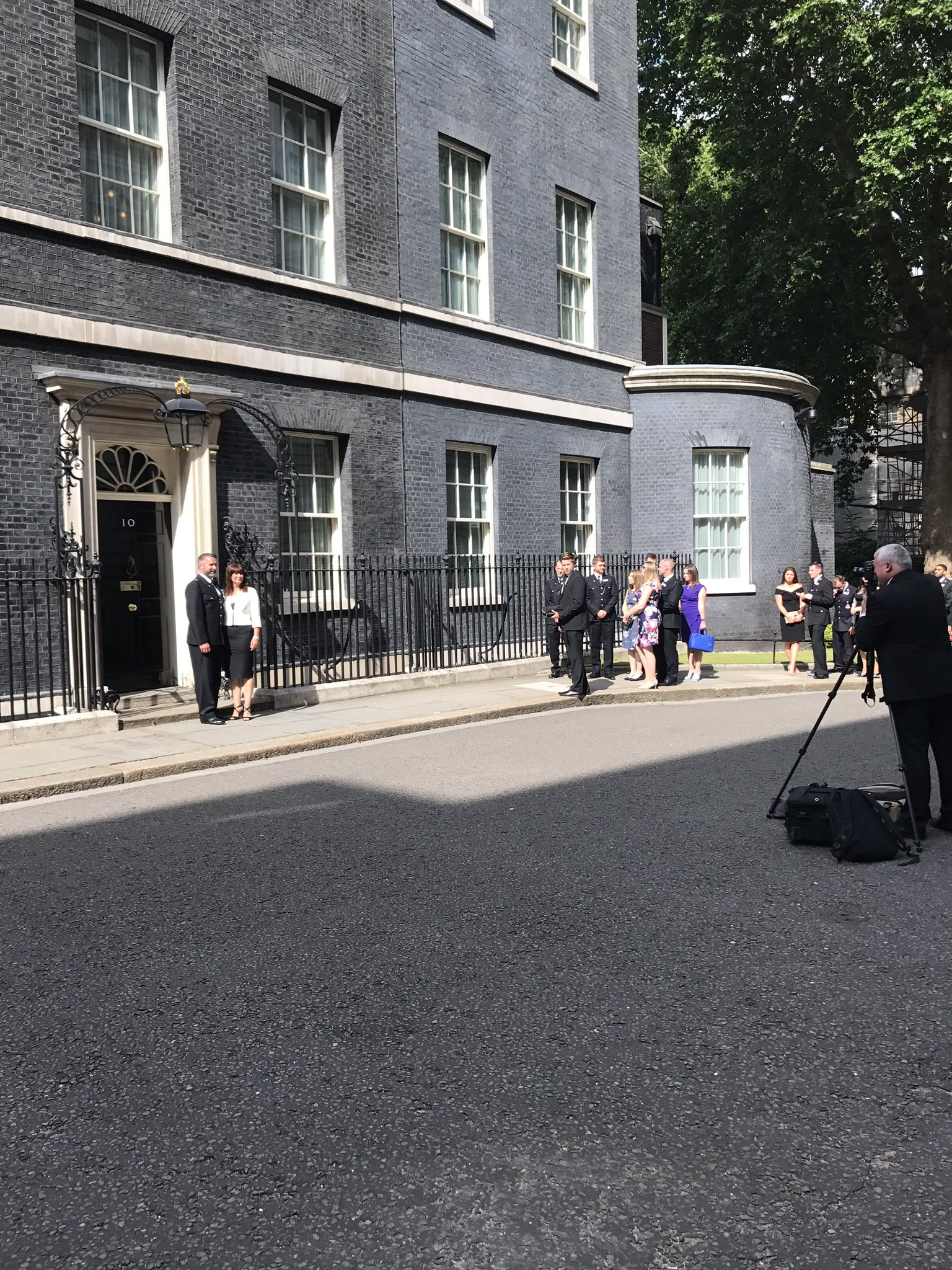 Our #PoliceBravery guests make their way in to Downing Street https://t.co/CM2DO0NfkE