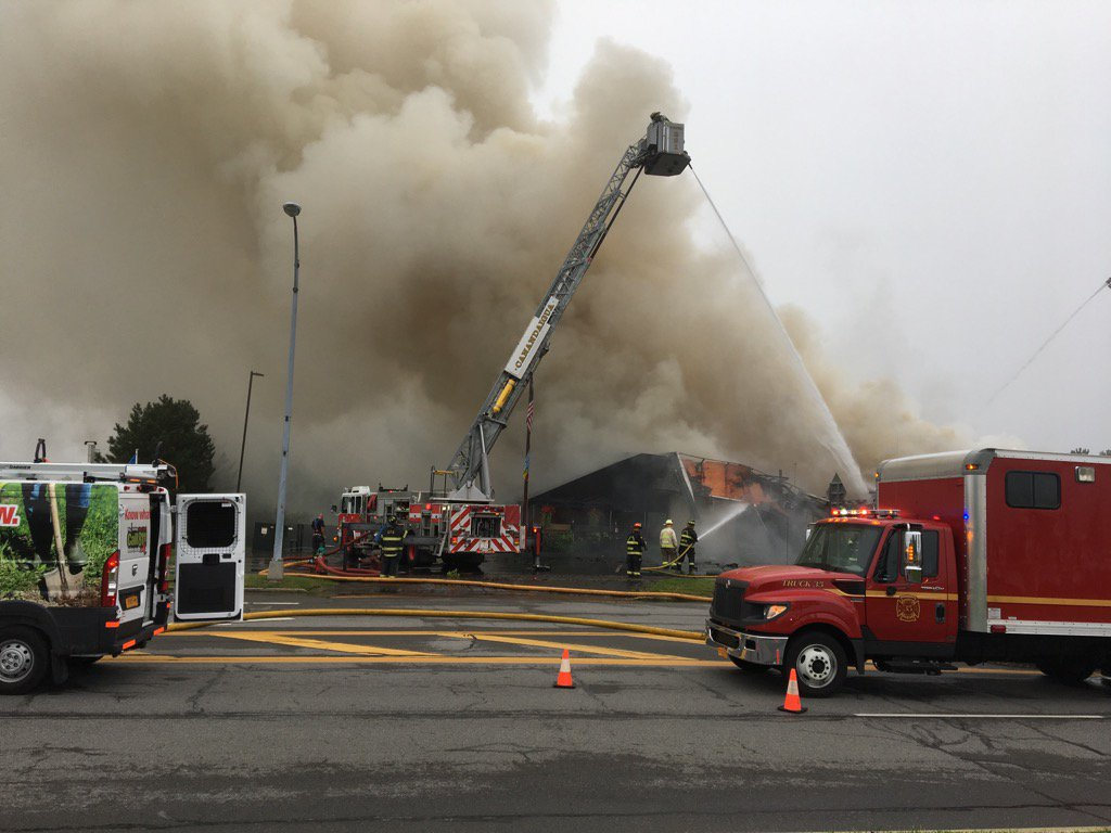 Nolan's Restaurant in Canandaigua appears to be total loss.  Owner and staff members are huddled together at scene https://t.co/r2OAQ0M2dK