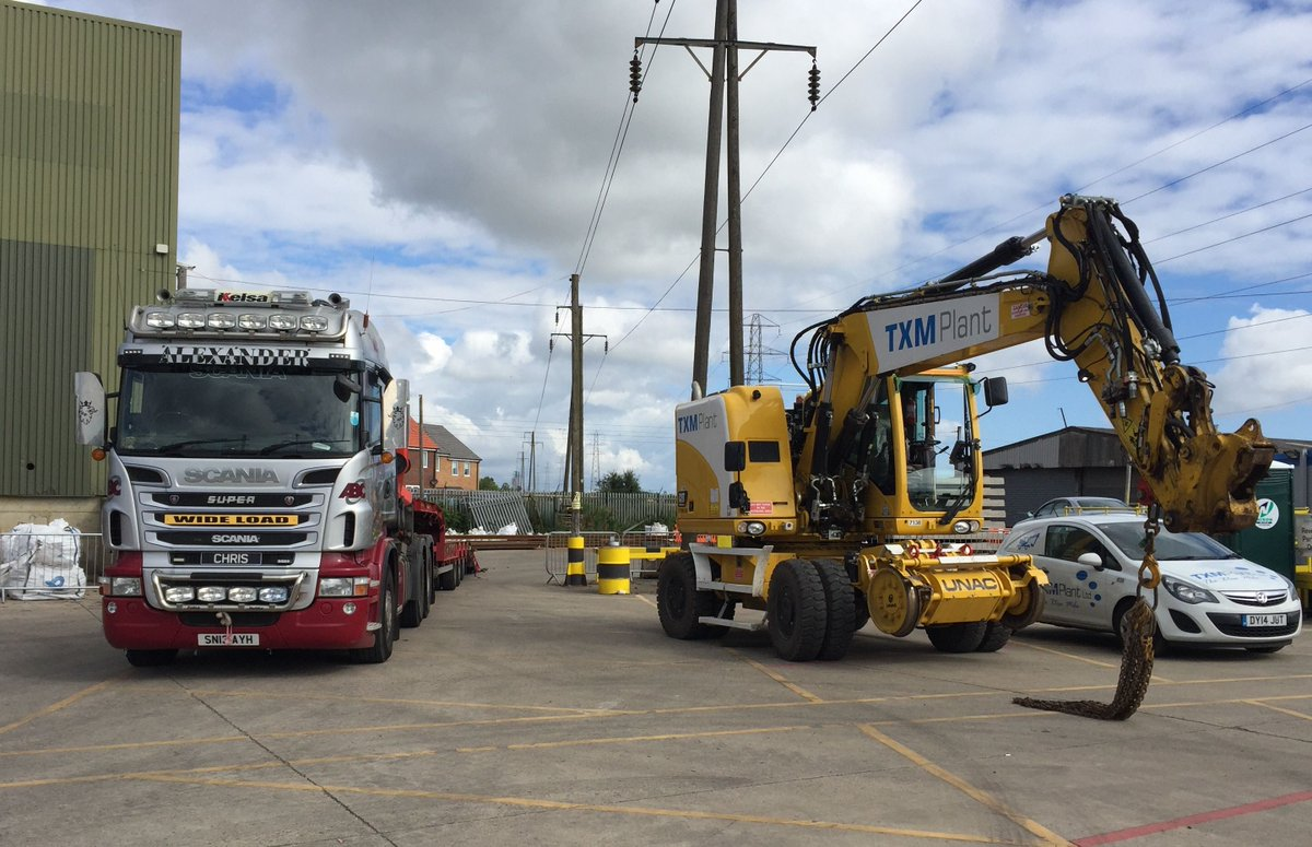 Our UNAC 250 up at NEXUS getting ready for a busy weekend! #rail #engineering #yellowkit