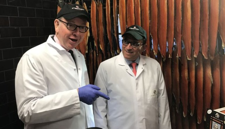 Michael Gove visits fish factory to celebrate EU protected salmon https://t.co/4yt3O02knB https://t.co/13Y1435pqs