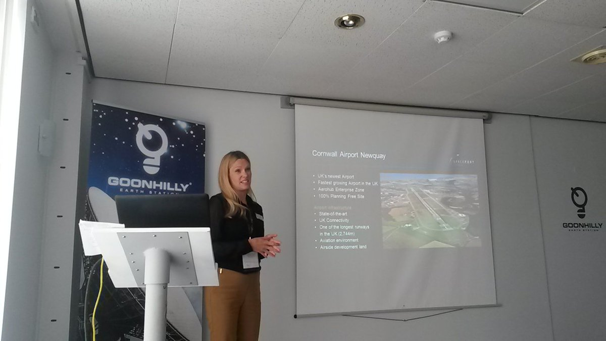 Melissa Thorpe from @AerohubEZ presenting on @SpaceCornwall here at @goonhillyorg during #GES5degrees #womeninSTEM #space #satellites