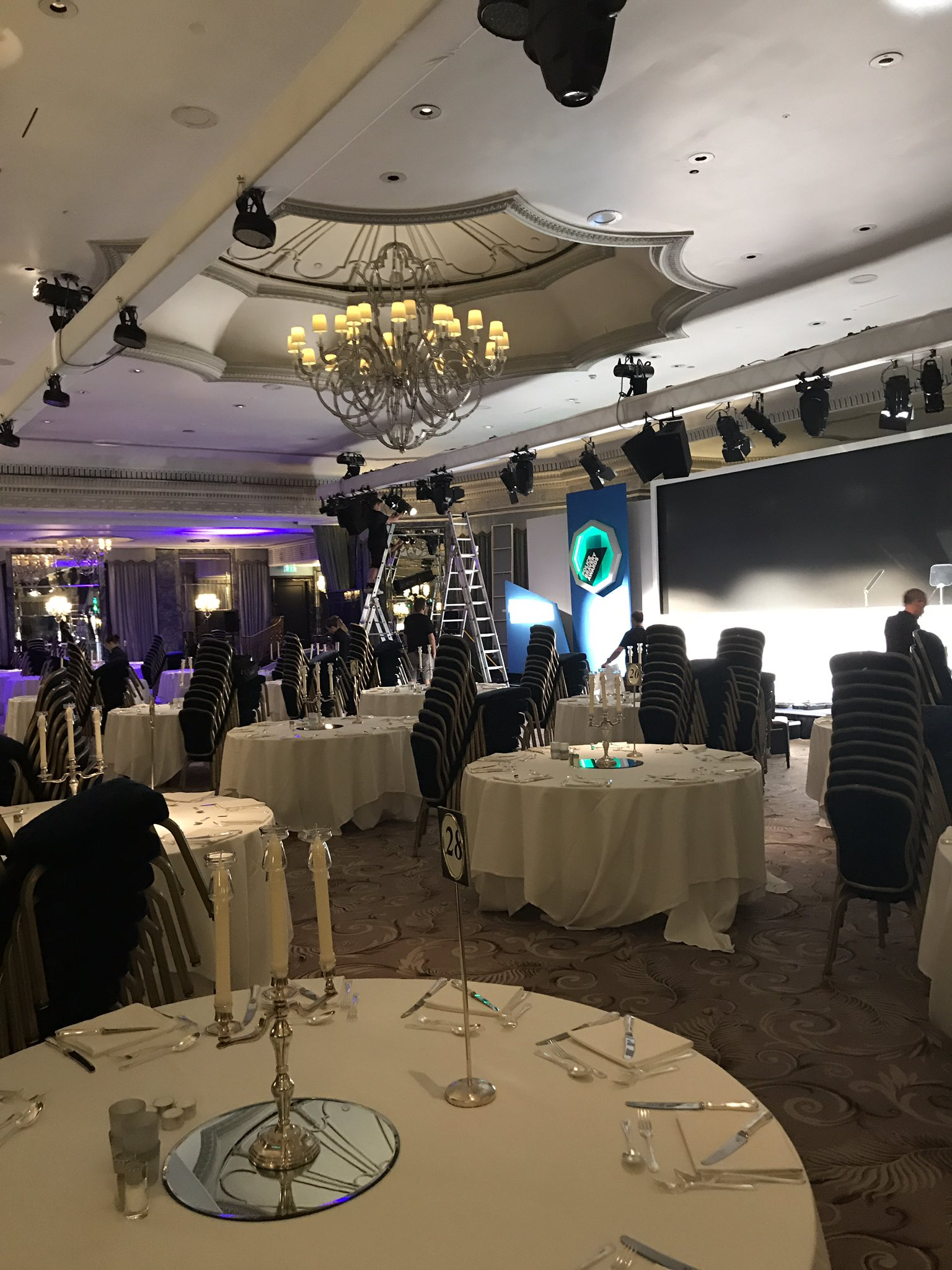 The stage is being set, tables are being laid, ready for a wonderful evening #PoliceBravery https://t.co/6PcoVmE4pF
