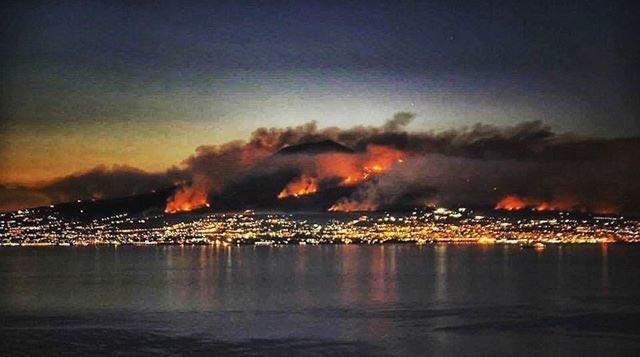 #Vesuvio #wildfires caused by illegal dumping of industrial toxic waste,the world has to intervene! #terradelfuoco @UNESCO @ilmattino @CNNpic.twitter.com/NVIDbEBY2c