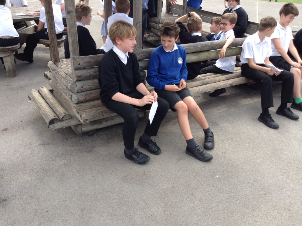 Year 5 enjoyed welcoming their year 7 Lakelands buddies into school! #penpals #friends #makinglinks