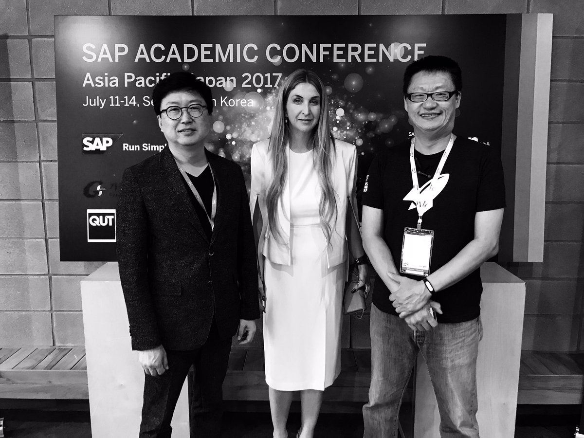 Big thanks to @happybrain @RocketSpace @SAPAppHaus for incredible week in #Korea #UAAC17 120+ Unis traveling from APJ to learn @SAPLeonardo<br>http://pic.twitter.com/eSwXzqBCzi