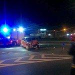 Dwa pojazdy osobowe zderzyły się czołowo na skrzyżowaniu przy @PrzepompowniaOS. Jedna osoba zabrana do szpitala.
