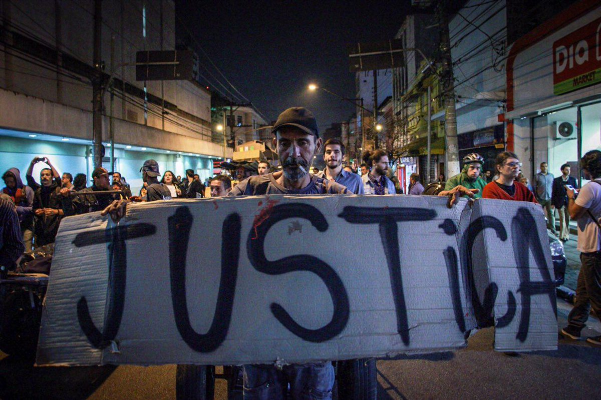 """""""A polícia matou Ricardo na frente de todo mundo"""" Manifestação de amigos e moradores do catador assassinado pela PM ontem em SP."""