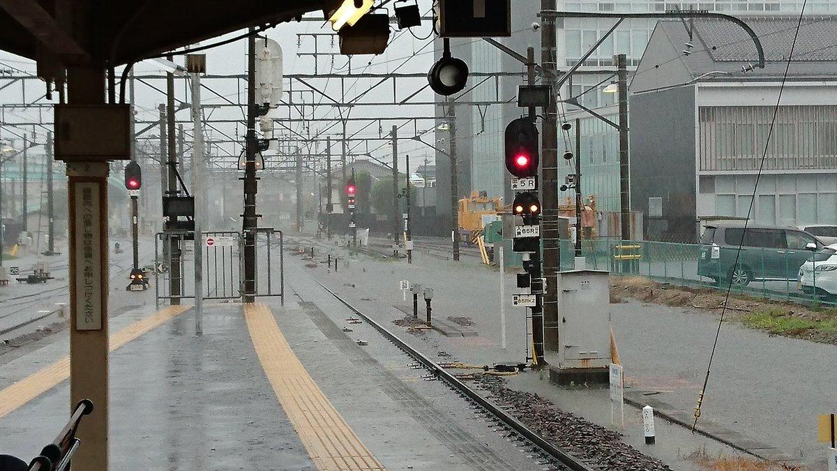 犬山駅名古屋方面寄りの線路が冠水してるよ、おい…。 ほんまに不味いぞ…