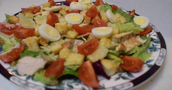 Приготовление салата цезарь с курицей простой рецепт