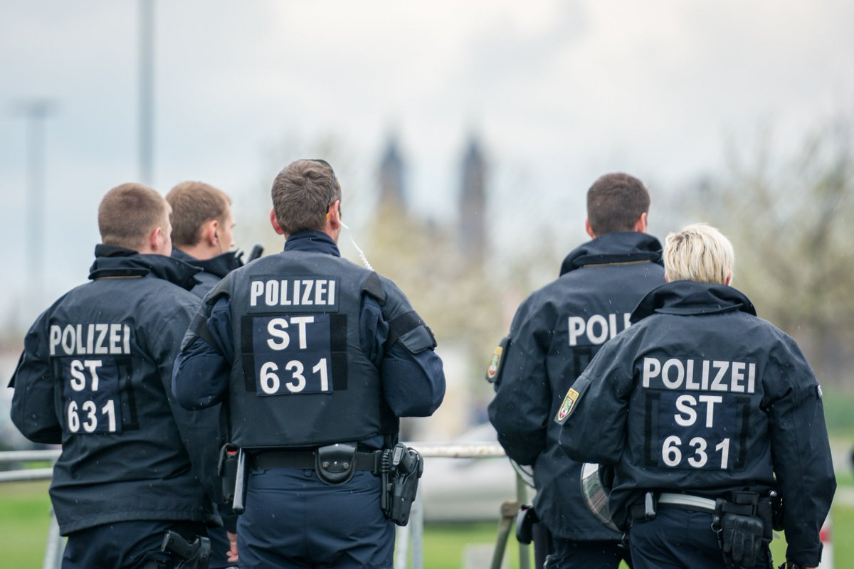 fh polizei lsa on twitter kollegen gesucht jetzt bei der polizei sachsen anhalt fr ausbildung oder studium zum 1 mrz 2018 bewerben - Polizei Sachsen Anhalt Bewerbung