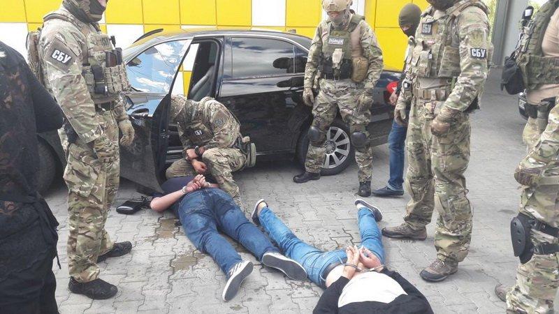 Трое в масках со стрельбой ограбили ювелирный магазин в Виннице: ранен охранник - Цензор.НЕТ 2179