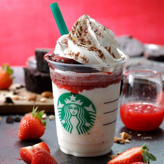 """スタバから""""チョコレートケーキ""""が乗ったフラペチーノ「ストロベリーショット」が新登場⭐️ @Starbucks_J #スタバ #チョコレートケーキ #ストロベリーショット https://t.co/hxemVNQPXq https://t.co/qENayKeV4T"""