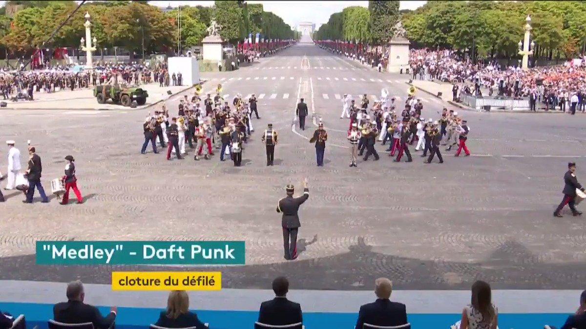 Quand l'armée française joue Daft Punk #14juillet https://t.co/4W3crCyoDT