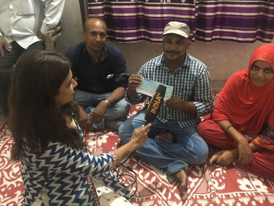 #AmarnathTerrorAttack #salute #Salimshaikh #5Lakhs #chaque Give By @SonuNigamForum<br>http://pic.twitter.com/agkhAQSzAO
