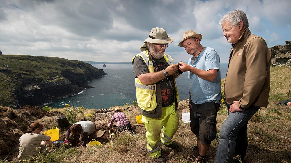 Archaeologists have returned to @EHTintagel for a month-long excavation, following a very successful dig last summer https://t.co/4VgR2tpdI7 https://t.co/xEe78yMWvP