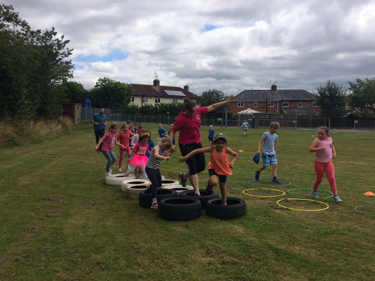 Ellesmere Primary School are holding a race for life event. We are all having fantastic fun  #standuptocancer #raceforlife