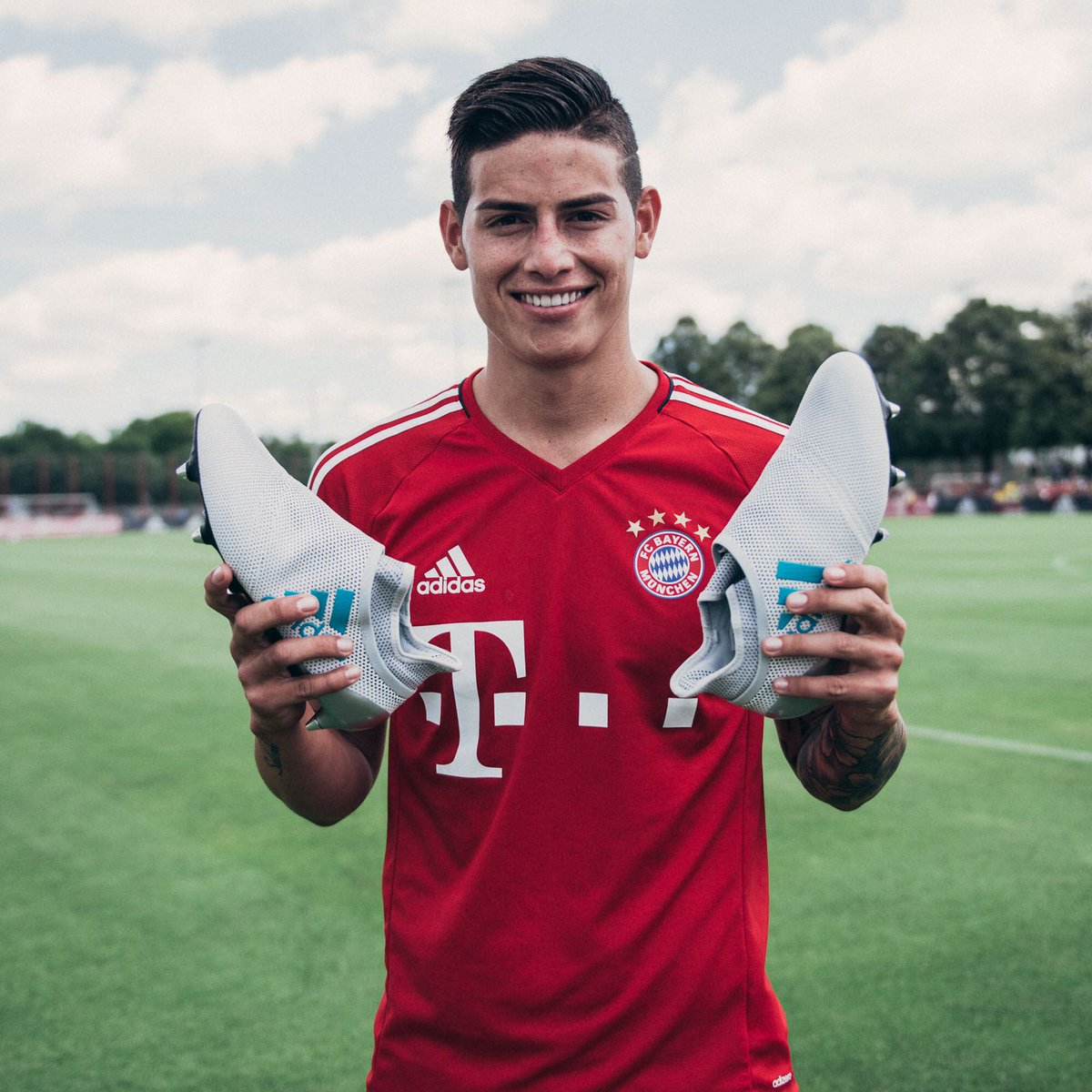 Siempre con @adidasfootball 👟👌🏼 Creating my @fcbayern story with adidas ⚡ #HereToCreate #X17