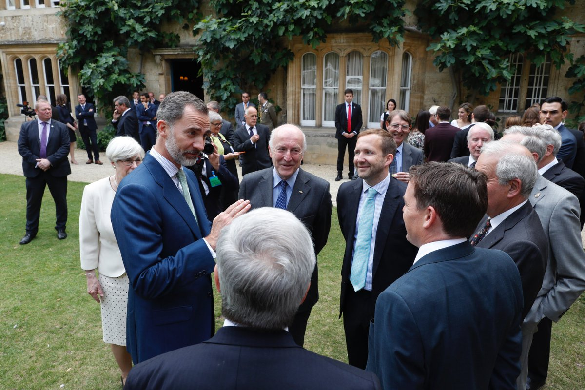 King Felipe VI speaks to Edwin Williamson, King Alfonso XIII Chair of Spanish at the University of Oxford, Dr Oliver Noble Wood, Jonathan Thacker, Professor of Spanish Golden Age Literature.
