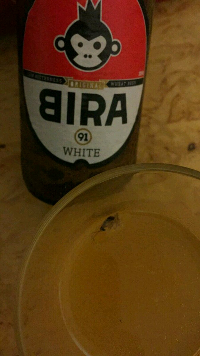 So a friend was drinking some @bira91beer & look what poured out of the bottle for the second glass. A cockroach! https://t.co/GGveaEtvBQ