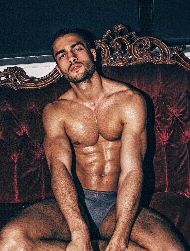 http://Hunkyguyspics.tumblr.com 😏 #hunk #hunky #hot #sexy