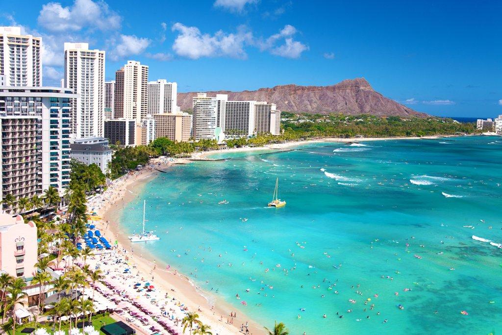 Daydreaming about #Waikiki Beach today... #Hawaii #Honolulu @gohawaii https://t.co/3ZzcqRAF4q