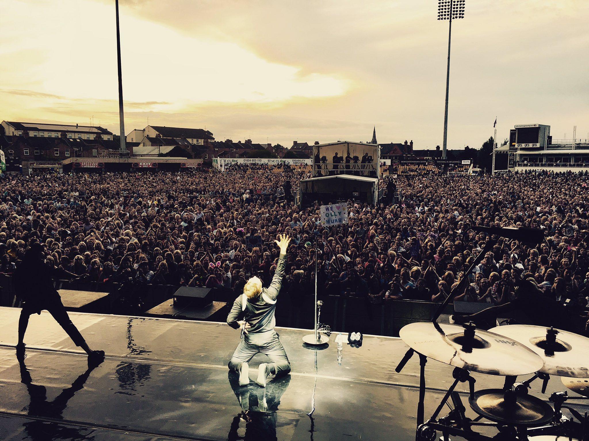 "Big man hugs to the Northampton Massive @NorthantsCCC 👏🏻  Remember ""Dance ON me"" not with me 😝😜😂 https://t.co/aagAiXUxop"