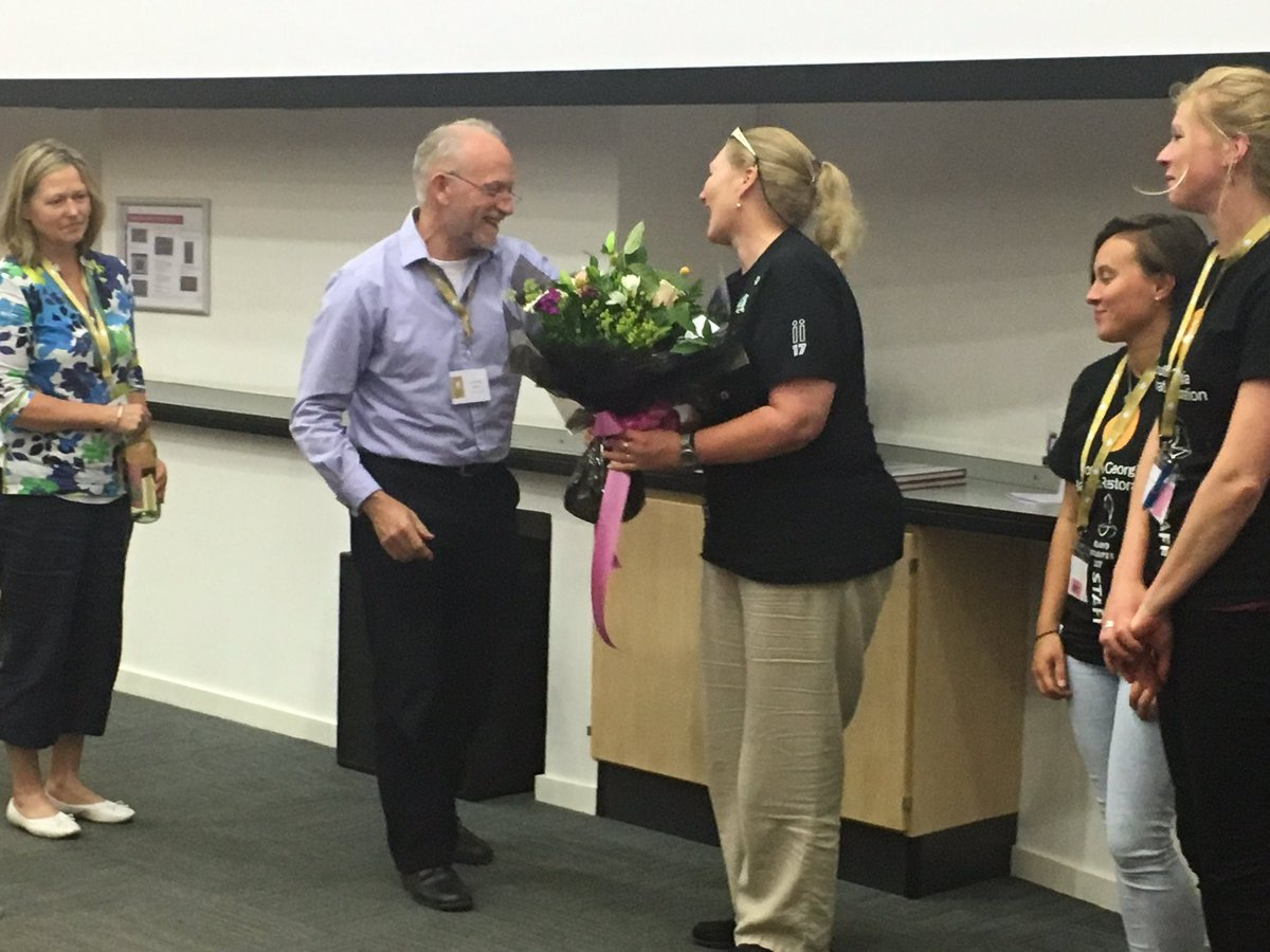 Tony Martin thanking Sarah Lurcock and the incredible team of volunteers while closing the fantastic #islandInvasives 2017 conference <br>http://pic.twitter.com/GR4Uwf6xP7