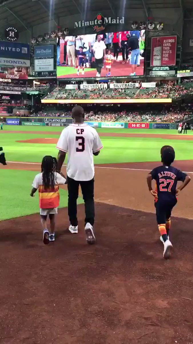 CP3 throws out the first pitch at the Astros game 🚀  (via @HoustonRockets)