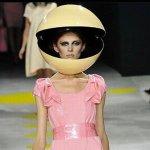どうなってるの海外のファッションショーで着ている服がどう見てもピスタチオ
