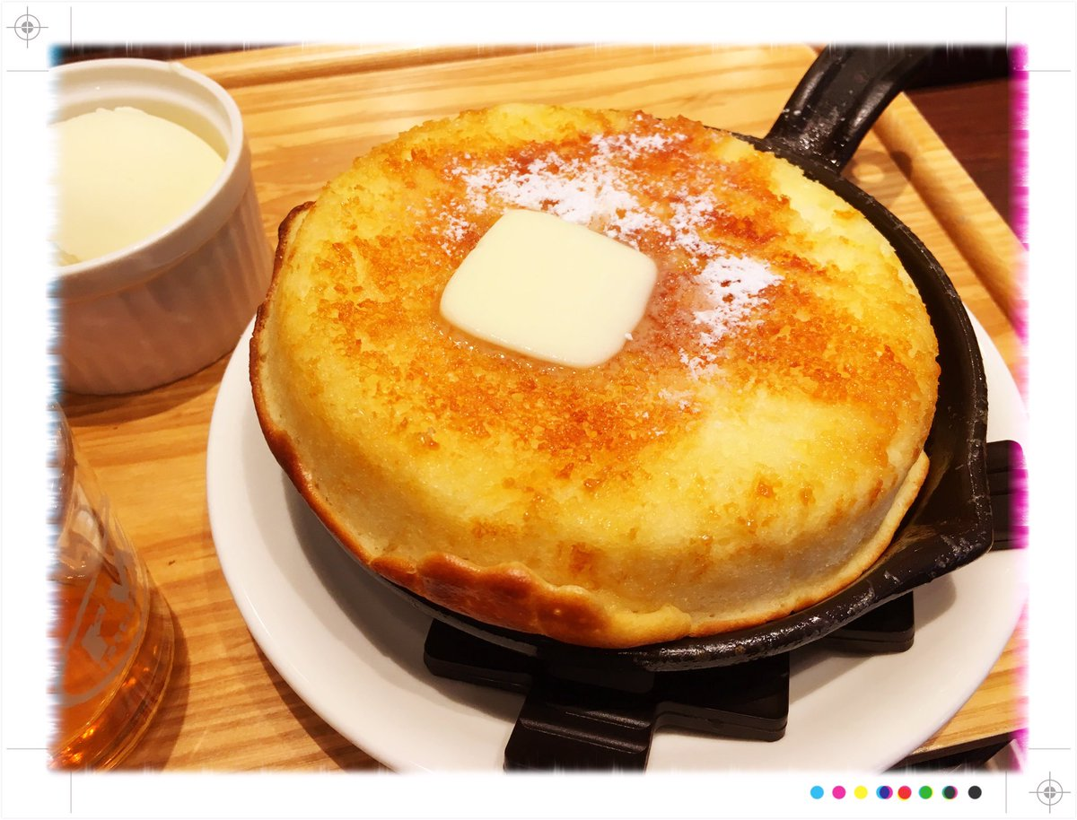 東京駅の近くの東京ロビーの鉄鍋パンケーキ美味しかった!外がサクサク中がふわふわでバターの風味!しっかりしたスフレとか、ふんわりしたフィナンシエに近いかな。小さめの鉄鍋だから意外とすんなり食べれるし、飲み物とアイス付のセットで1000円ちょいでお得でコーヒーも美味しい! pic.twitter.com/mYEheax10k
