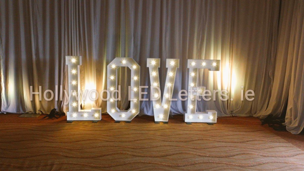 #love a bit of #Romance at @KK_River_Court #kilkenny with our 5ft high #led #lightupletters @LEDletters #hollywoodledletters #WeddingTime <br>http://pic.twitter.com/3OUfCDaIc7
