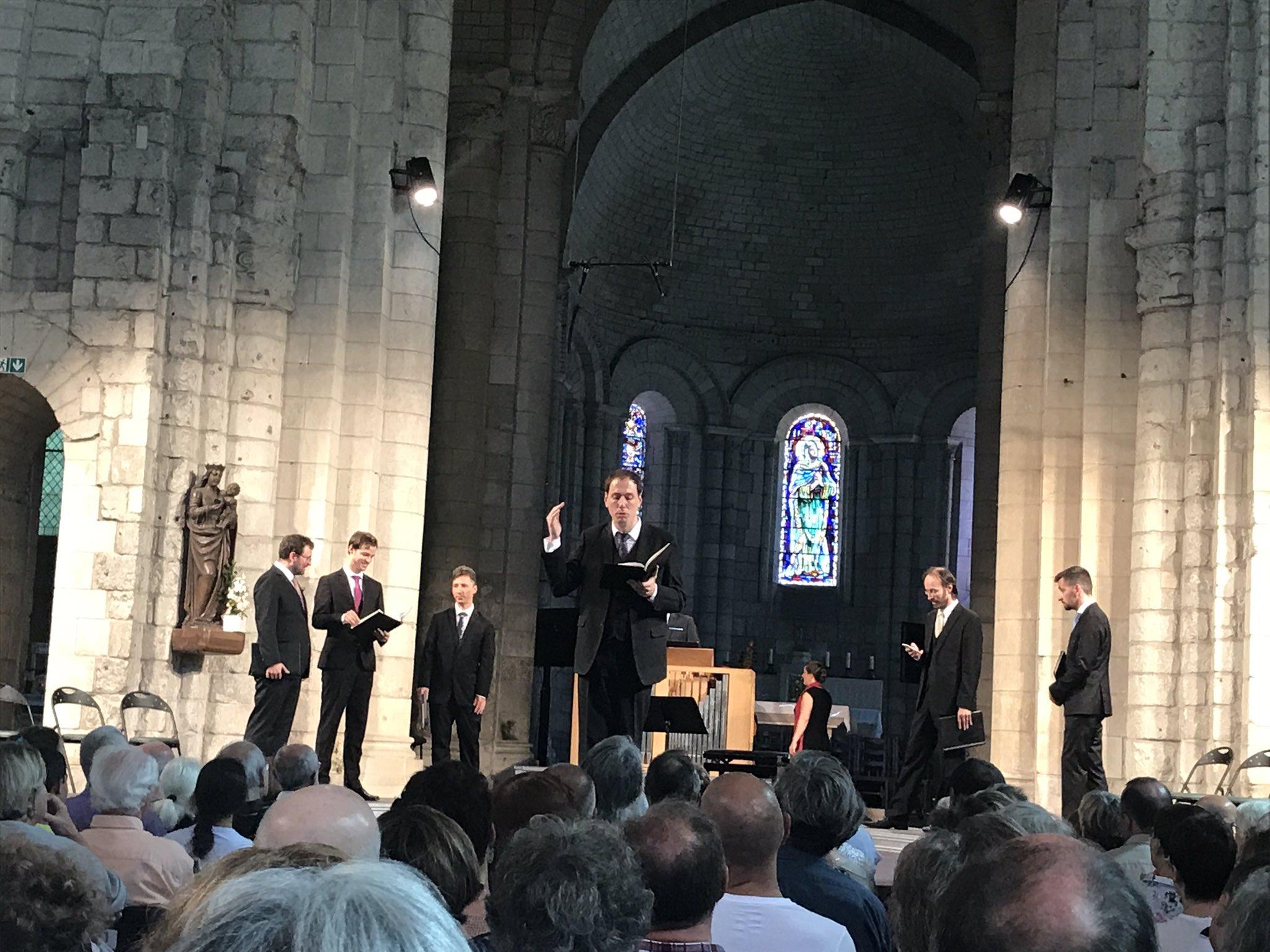 Lionel Meunier, éternel showman capable de faire rire le public @Abbayeauxdames après lui avoir tiré des larmes avec les Motets #Bach #fds17 https://t.co/IDgYfD6VG0