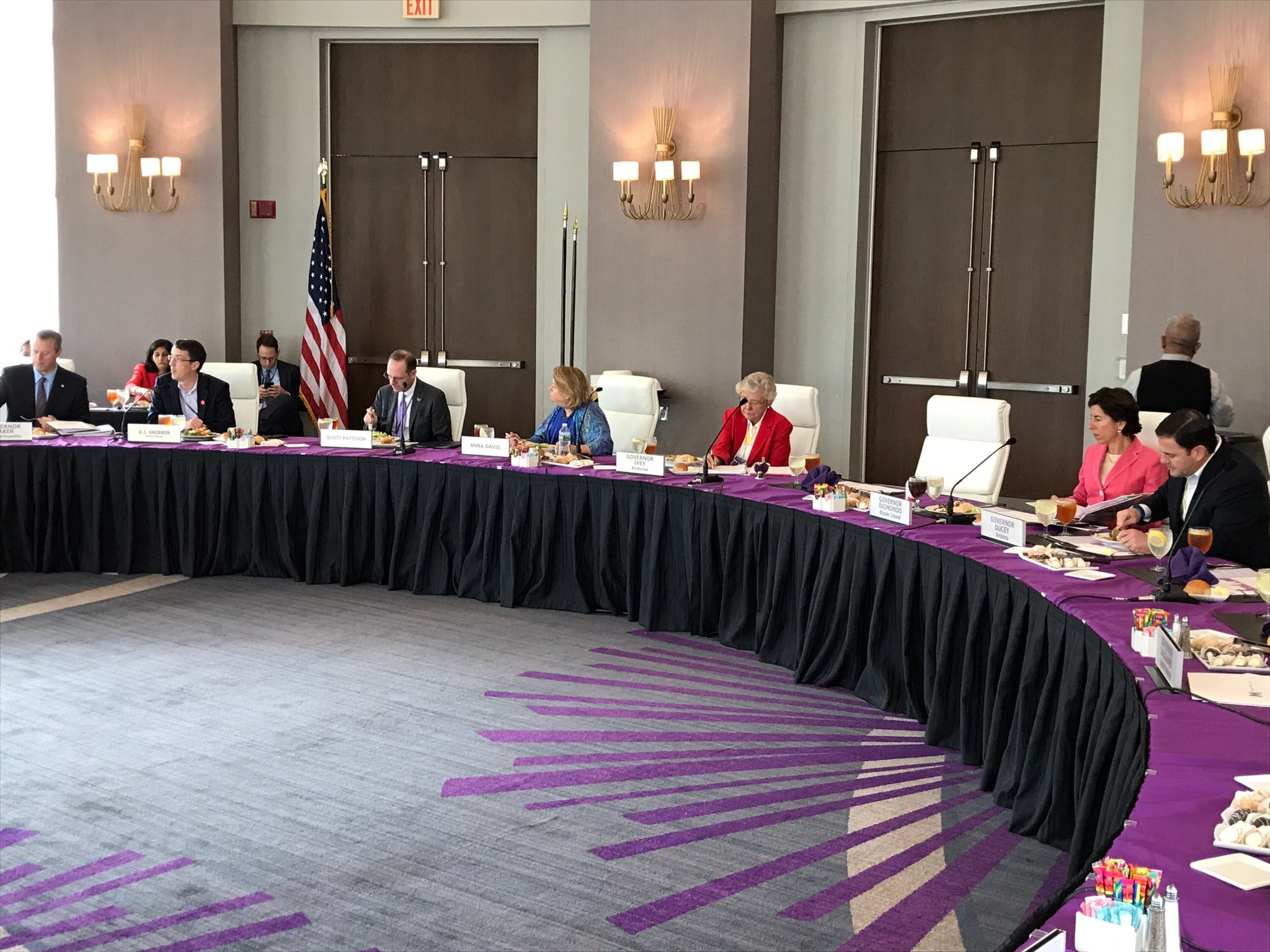 As we wrap up our time at @NatlGovsAssoc summer meeting we had a productive meeting with other governors and the @WhiteHouse #WeTheStates https://t.co/0H9pDnH71H