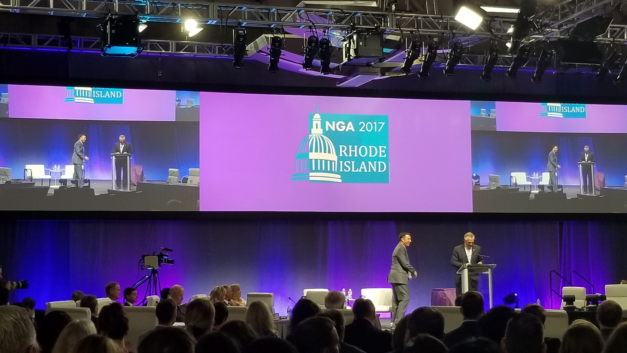 .@TerryMcAuliffe passes @NatlGovsAssoc gavel to @GovSandoval in the most Sandoval-appropriate way possible - via drone delivery #NGA https://t.co/ZYPhJE9l8s