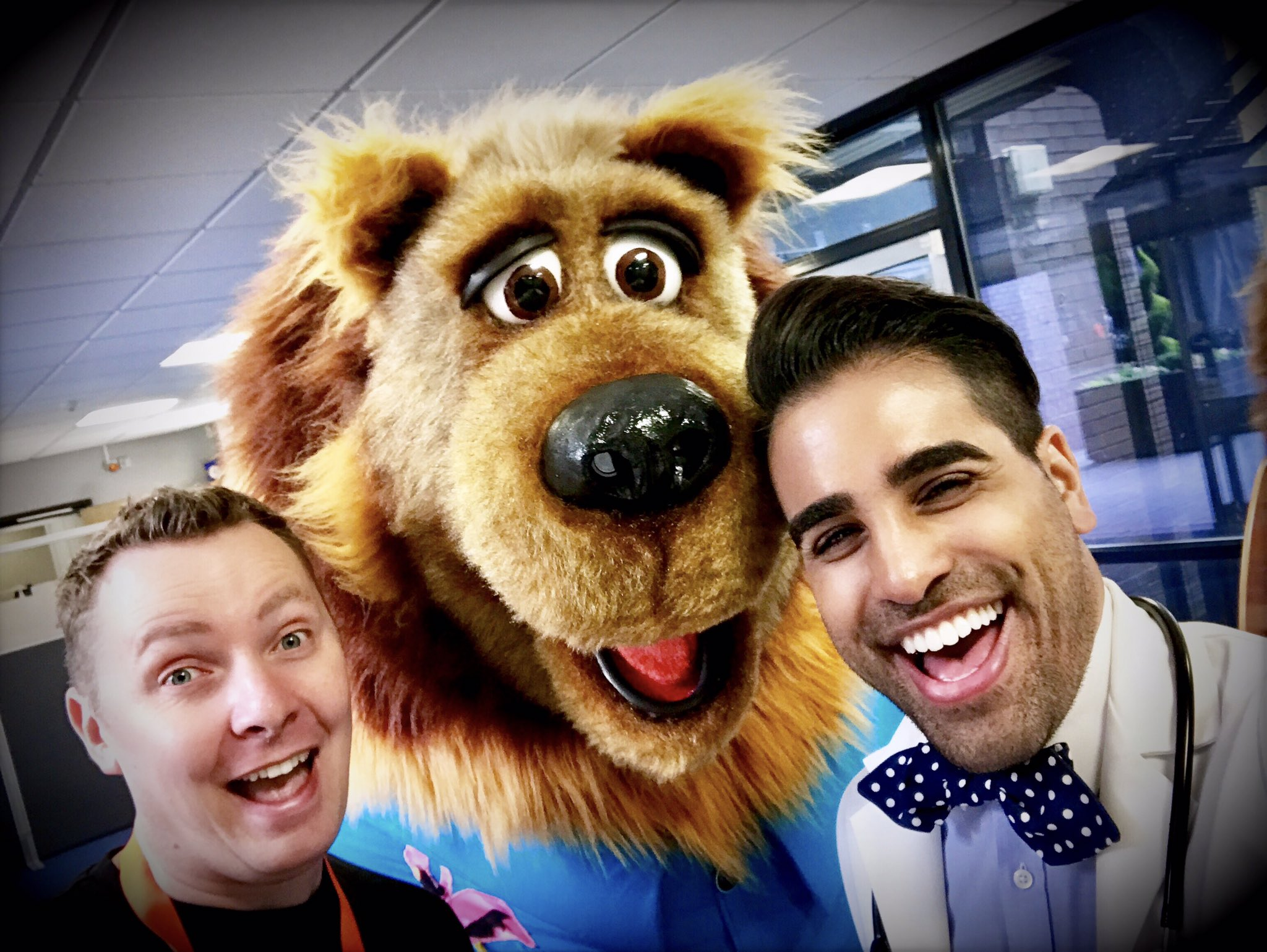 What a cracking first show at @boromela with this dream team today! #DrRanjsTeddyBearHospital  @The_Olly_Taylor @MagicMrSteve ❤️ https://t.co/HxeFwSKBmd