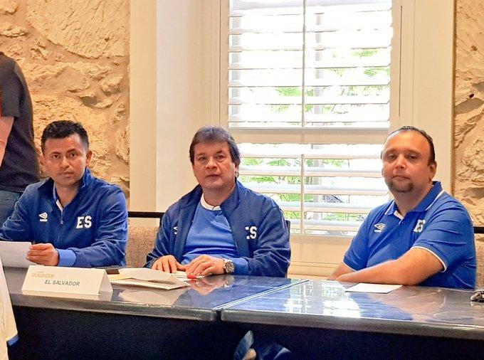 Copa Oro 2017: El Salvador vs Jamaica. Preparacion del juego. DEyfED5XoAASl9q